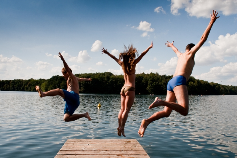 WEBIMAGES: family-on-summer-vacation-jumping-into-lake.jpg